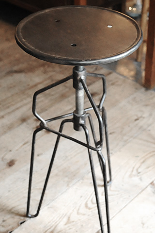 Couleur Iron Stool