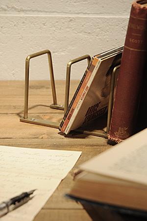 Plain Iron BookStand S